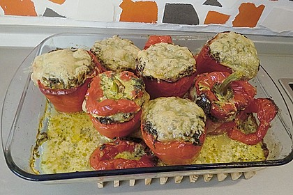 Geschmorte Paprika gefüllt mit Feta-Spinat-Reis 10