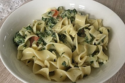 Nudeln mit Spinat, Schafskäse und Tomate 43