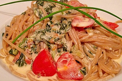 Nudeln mit Spinat, Schafskäse und Tomate 21