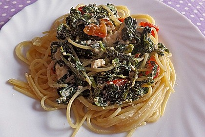 Nudeln mit Spinat, Schafskäse und Tomate 30