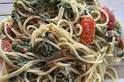 Nudeln mit Spinat, Schafskäse und Tomate 36