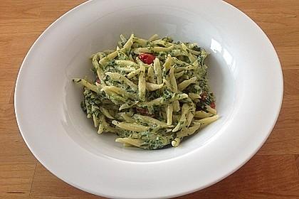 Nudeln mit Spinat, Schafskäse und Tomate 45