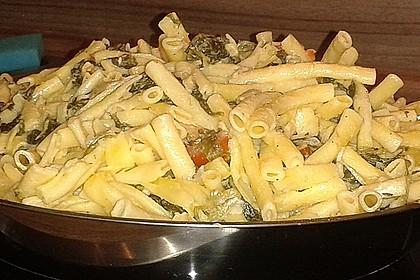 Nudeln mit Spinat, Schafskäse und Tomate 51