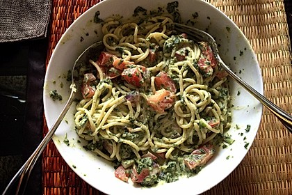 Nudeln mit Spinat, Schafskäse und Tomate 41