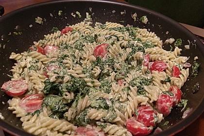 Nudeln mit Spinat, Schafskäse und Tomate 25