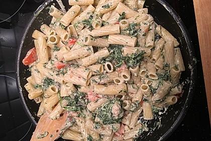 Nudeln mit Spinat, Schafskäse und Tomate 47