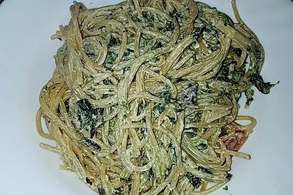 Nudeln mit Spinat, Schafskäse und Tomate 35