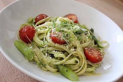 Sehr aromatische Pasta mit grünem Spargel 1