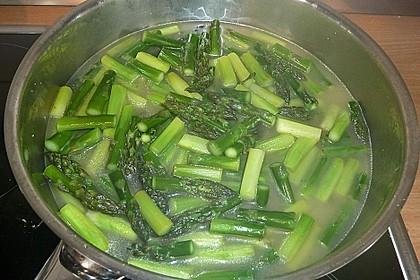 Sehr aromatische Pasta mit grünem Spargel 8