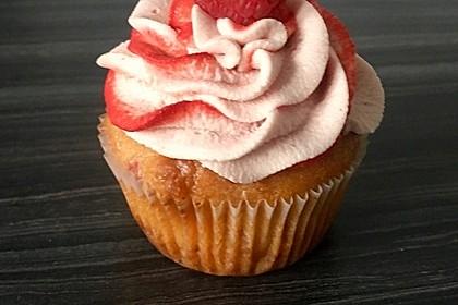 White Chocolate-Raspberry-Cupcakes 2