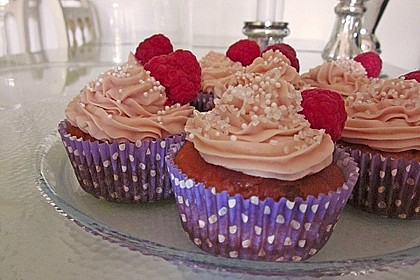 White Chocolate-Raspberry-Cupcakes