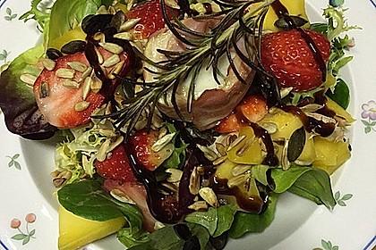Gebackener Ziegenkäse im Speckmantel auf fruchtigem Salat mit Honig-Senf-Vinaigrette 3