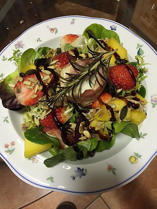 gebackener ziegenk se im speckmantel auf fruchtigem salat mit honig senf vinaigrette rezept mit. Black Bedroom Furniture Sets. Home Design Ideas