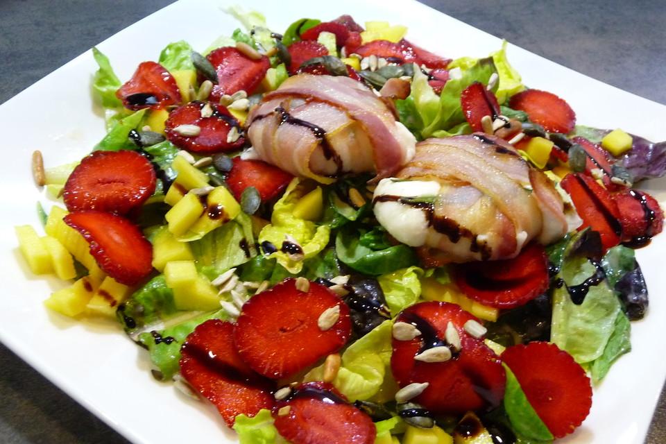 gebackener ziegenk se im speckmantel auf fruchtigem salat mit honig senf vinaigrette von. Black Bedroom Furniture Sets. Home Design Ideas