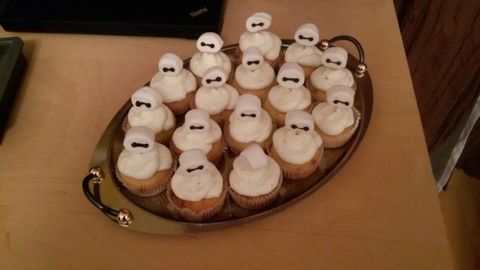 joghurt cupcakes mit leichtem quark sahne topping rezept mit bild. Black Bedroom Furniture Sets. Home Design Ideas