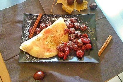 Feine Pfannkuchen mit Amaretto-Zimt-Kirschen