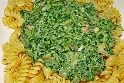 Pasta mit Champignon-Spinat-Käse-Sauce 11