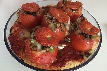 Gefüllte Tomaten auf Reis