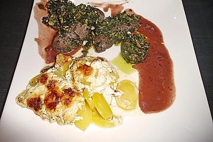 Lamm in Kräuterkruste mit Rotweinsauce und Kartoffelgratin 1
