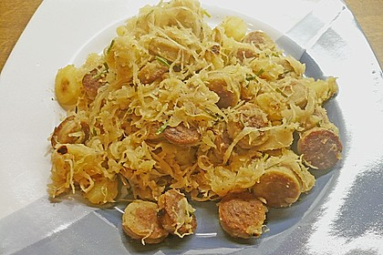 Kartoffel-Bratwurst Pfanne mit Sauerkraut 4
