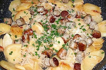 Kartoffel-Bratwurst Pfanne mit Sauerkraut 3