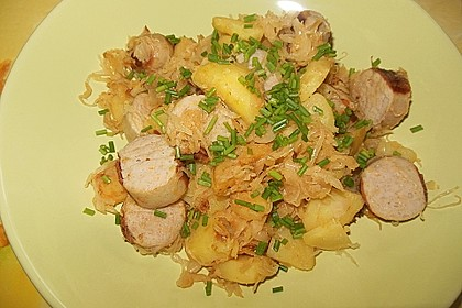 Kartoffel-Bratwurst Pfanne mit Sauerkraut 1