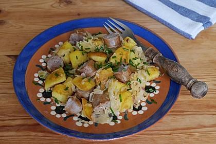 Kartoffel-Bratwurst Pfanne mit Sauerkraut 6