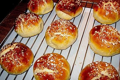Finnische kleine süße Brötchen (Pikkupullat) 22