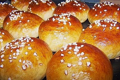 Finnische kleine süße Brötchen (Pikkupullat) 9