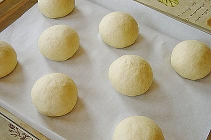 Finnische kleine süße Brötchen (Pikkupullat) 14