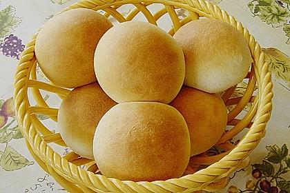 Finnische kleine süße Brötchen (Pikkupullat) 13