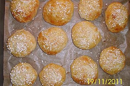 Finnische kleine süße Brötchen (Pikkupullat) 28