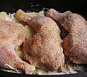 Gebackene Hähnchenkeulen auf Kartoffeln (Bild)