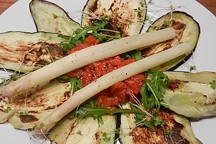 Gegrilltes Auberginen-Carpaccio mit scharfer Tomatensalsa 3