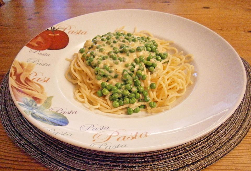 spaghetti mit sahne erbsen sauce von tinnef. Black Bedroom Furniture Sets. Home Design Ideas