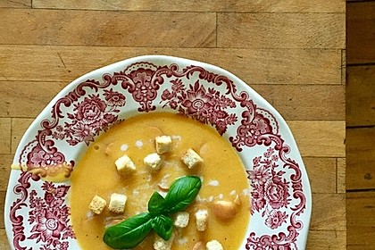 Cremige Kürbissuppe mit Äpfeln, Karotten und Kartoffeln 25