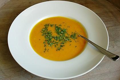 Cremige Kürbissuppe mit Äpfeln, Karotten und Kartoffeln 23