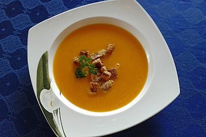 Cremige Kürbissuppe mit Äpfeln, Karotten und Kartoffeln 4