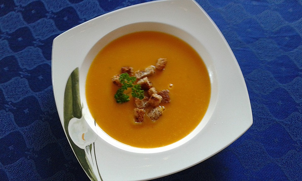 Cremige Kürbissuppe mit Äpfeln, Karotten und Kartoffeln (Rezept ...