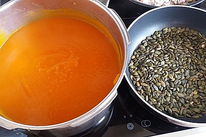 Cremige Kürbissuppe mit Äpfeln, Karotten und Kartoffeln 22