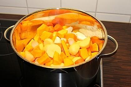 Cremige Kürbissuppe mit Äpfeln, Karotten und Kartoffeln 26