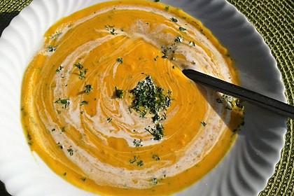Cremige Kürbissuppe mit Äpfeln, Karotten und Kartoffeln 16