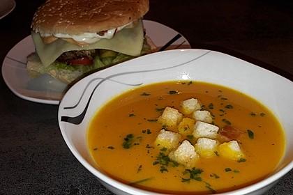 Cremige Kürbissuppe mit Äpfeln, Karotten und Kartoffeln 12