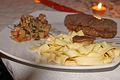 Kräuterseitlinge mit T-Bone Steaks vom Lamm und Bandnudeln