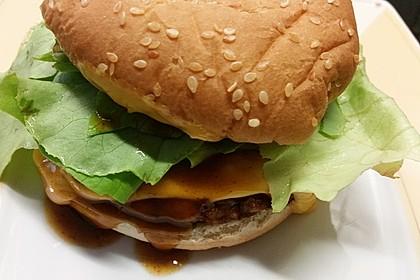 Amerikanische Bier-Hamburger im Hamburgerbrötchen 8