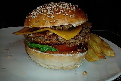 Amerikanische Bier-Hamburger im Hamburgerbrötchen 3
