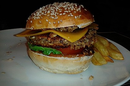 Amerikanische Bier-Hamburger im Hamburgerbrötchen 4