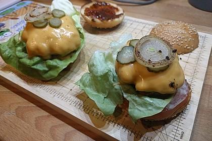 Amerikanische Bier-Hamburger im Hamburgerbrötchen 12