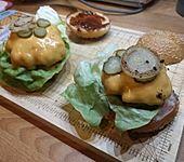Amerikanische Bier-Hamburger im Hamburgerbrötchen