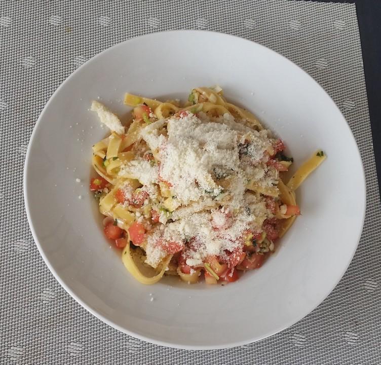 spaghetti mit kalter sauce aus rohen tomaten von hobbyk chin rj. Black Bedroom Furniture Sets. Home Design Ideas